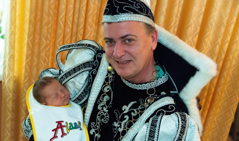 Prins Hendrick d'n Jirste met zijn zoontje Donny.