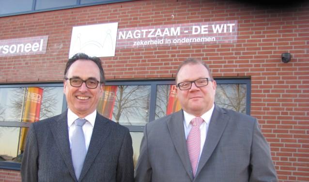 Hans Nagtzaam en Jan de Wit voor het nieuwe kantoor van N-DW Assurantiën BV in Zundert. FOTO ADDO SPRANGERS