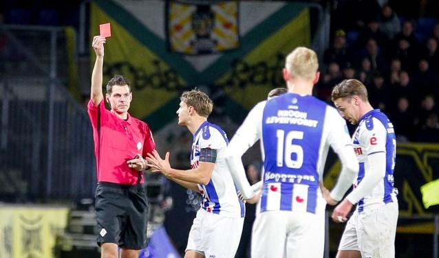 Jochem Kamphuis trok in de thuiswedstrijd van NAC tegen Heerenveen twee rode kaarten voor spelers van de tegenstander.