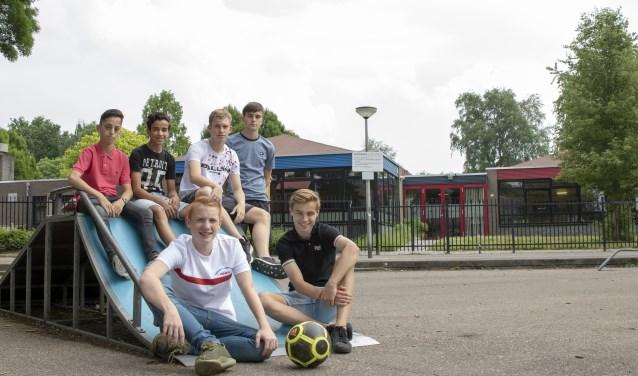 De zes jongeren die zich sterk maken voor een Playground aan de Berkstraat in Zundert.