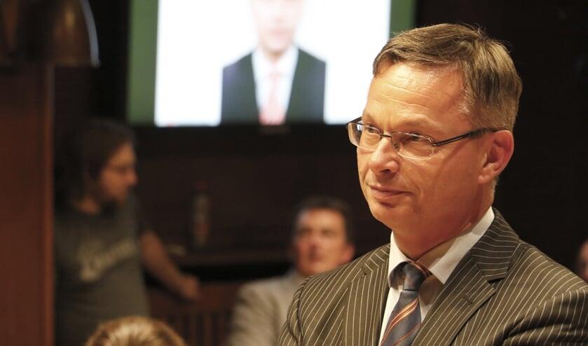 Alfred Arbouw bij zijn afscheid van de Bredase raad en het college.