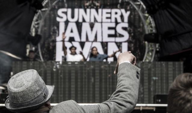 Dancetour Breda 2016 met Sunnery James. De dj staat ook op Koningsdag op het Chasséveld.
