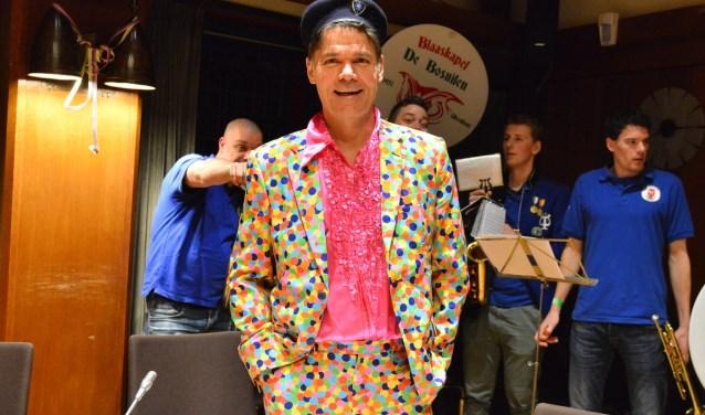 Burgemeester Paul Depla in carnavalsuitdossing