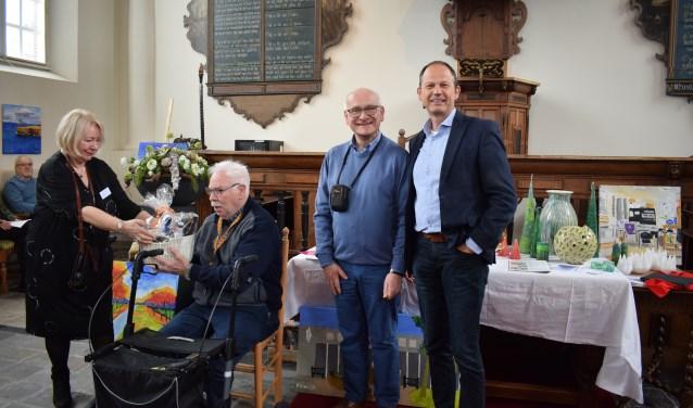 Vlnr Lia van der Vliet, Frans van Buren, Sjef van der Vliet, wethouder Jan Paantjens. FOTO STELLA MARIJNISSEN