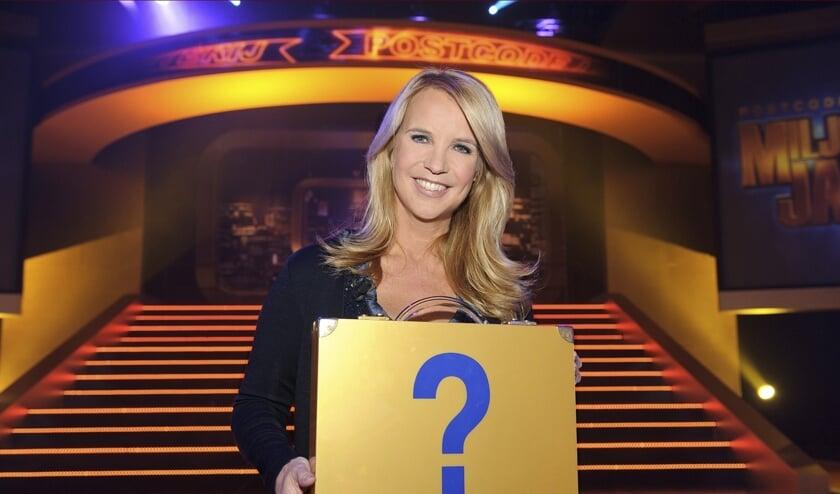 Wie mag de gouden koffer van Linda de Mol openen?