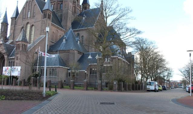 Een verkeersonhandig punt bij de Oostdam, Westdam en Markt nabij de Gummaruskerk in Steenbergen dat verbeterd kan worden.