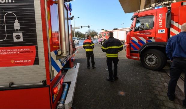 De brandweer doet de politie uitgeleide op de Tramsingel. Foto: Tom van der Put/SQ Vision © BredaVandaag