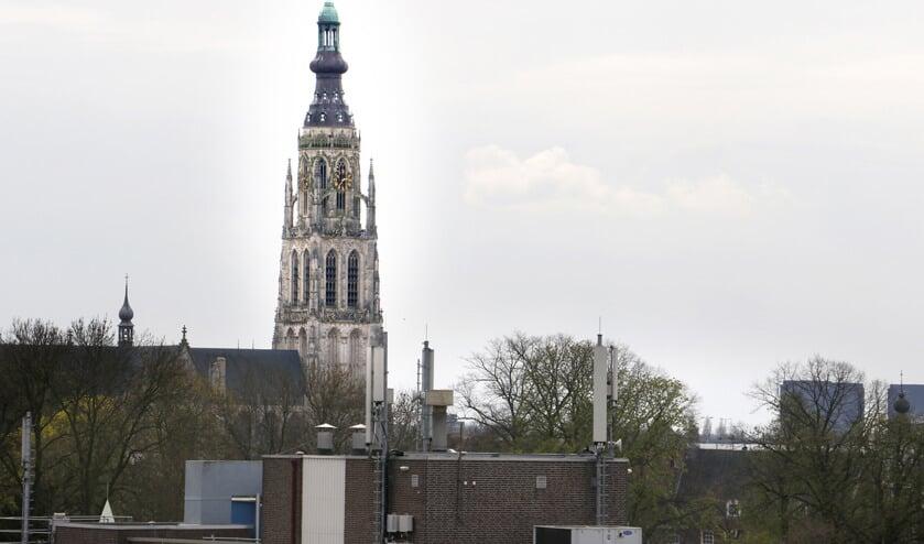 Centrumzijde station Breda zicht op Grote Kerk