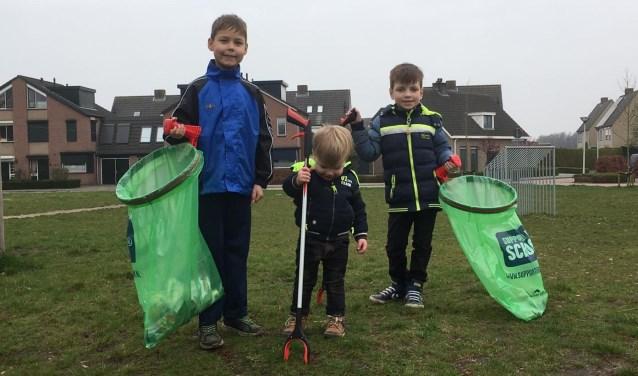 wijkvereniging d'n Omloop uit Hoeven prikte fanatiek op het Groene Hart.