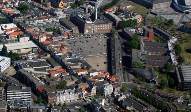 Molsparking ligt als een kale asfvaltvlakte in het hart van de stad.