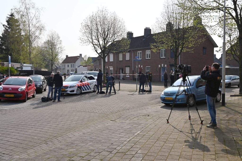 De politie heeft de garageboxen en de straat afgezet. Foto: Tom van der Put/SQ Vision © BredaVandaag