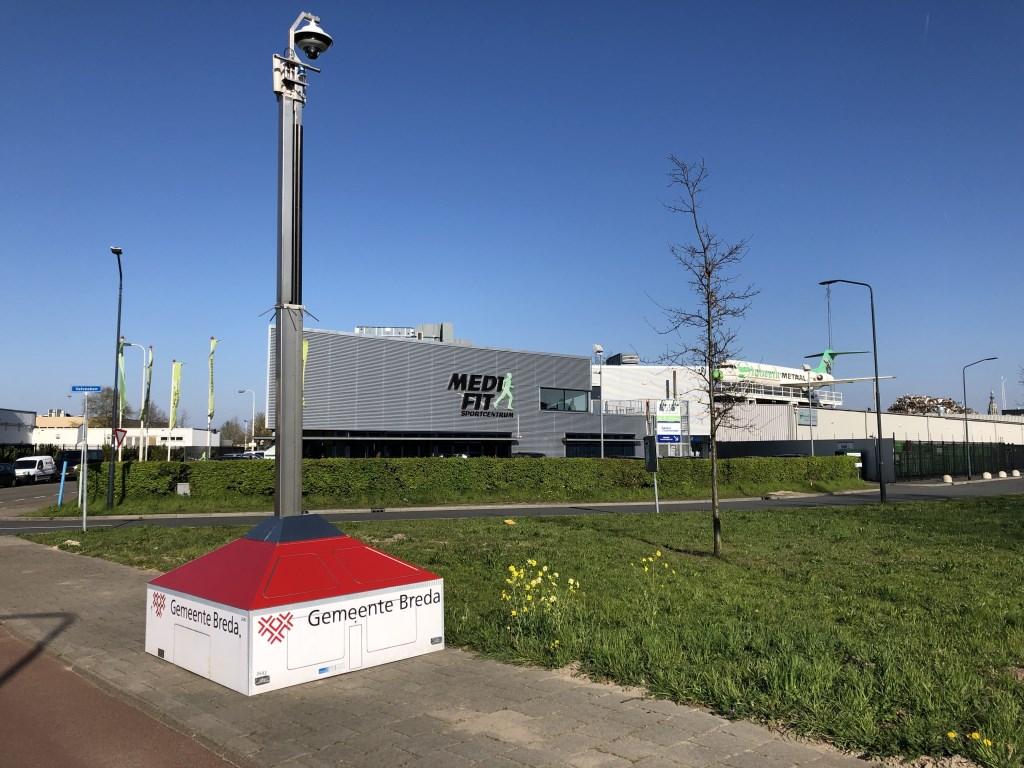 De mobiele camera op de hoek van de Zoete Inval en de Lunetstraat. Foto: Wijnand Nijs © BredaVandaag