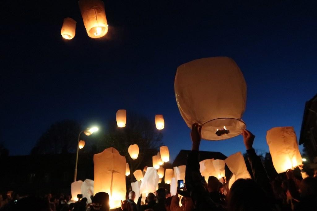 De herdenking van Ger van Zundert, woensdagavond in de Sparrenweg. Foto: Perry Roovers/SQ Vision © BredaVandaag