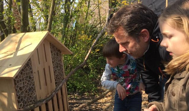 Samen met hun ouders namen de kinderen een kijkje op het Natuurplein