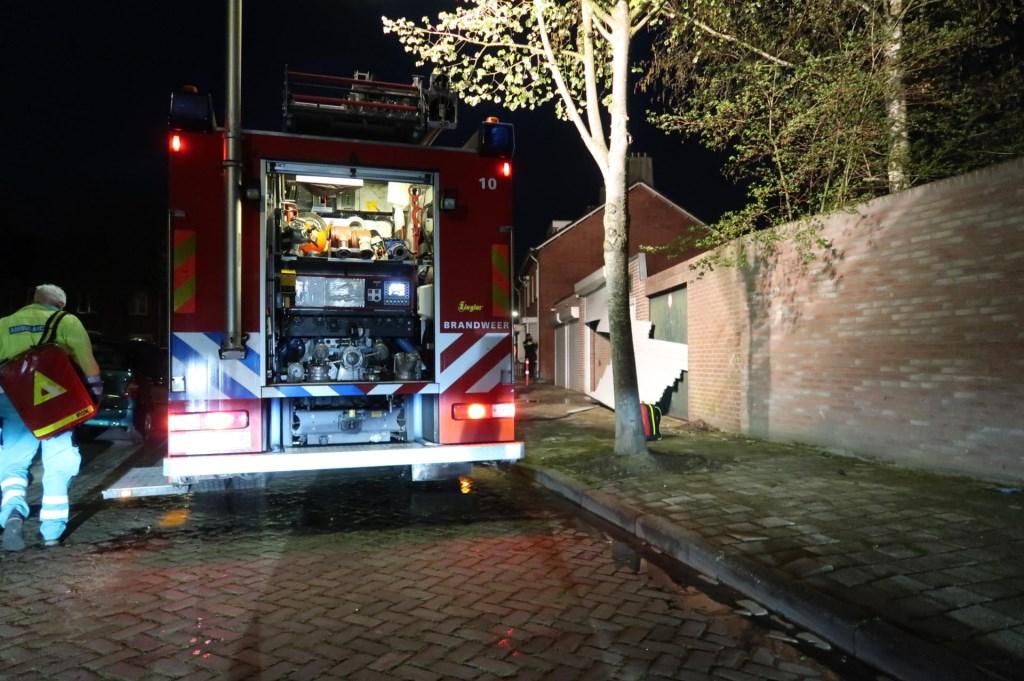 Brandweer en politie in actie bij de Sparrenweg. Foto: Perry Roovers / SQ Vision © BredaVandaag