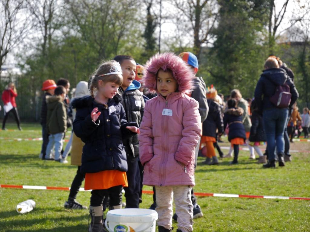 Kinderen van de Fontein (Kameelstraat), Weilust en de Tweesprong in actie tijdens de Koningsspelen. Foto: Wesley van der Linde/groennieuws.nl © BredaVandaag