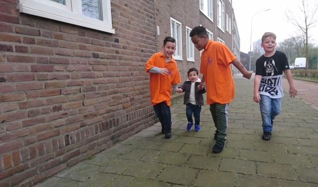 De kinderen helpen ook elkaar bij de sponsorloop.
