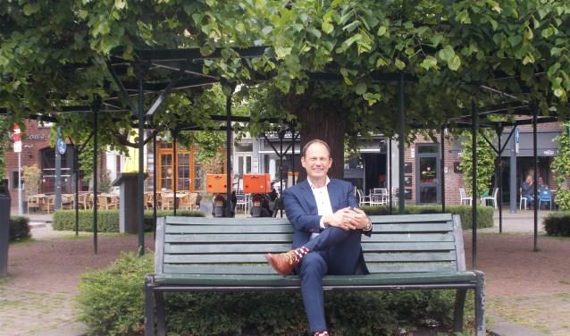 Oud-wethouder Jan Paantjens voor de Moeierboom.