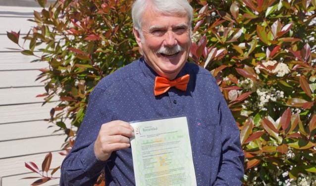 Jim Davis verwierf officieel zijn Nederlandse nationaliteit middels het afleggen van de eed en het ontvangen van de schriftelijke bevestiging. FOTO RENÉ BRUIJNINCX