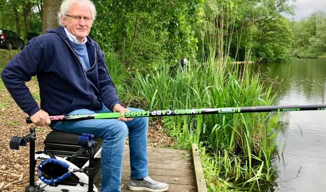 Ad Manniën in zijn element op zijn favoriete stek aan de waterkant van de Zandwiel.  Foto: Johan Wagenmakers