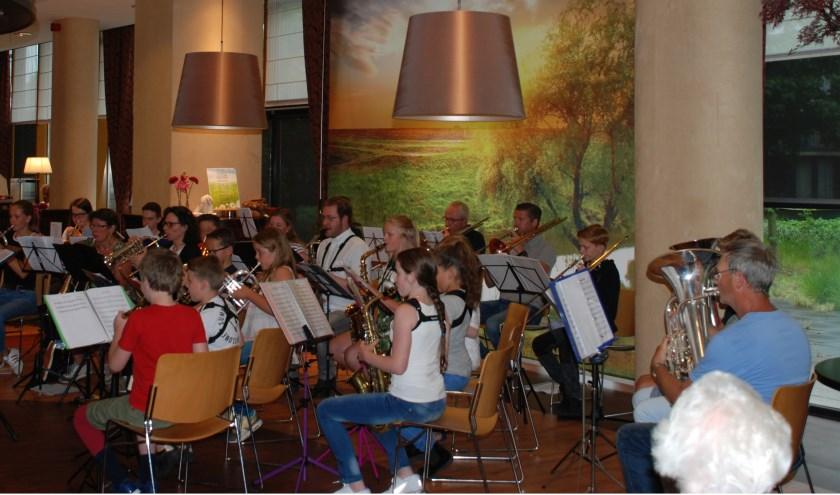 Happy nOtes tijdens een optreden in de Kronestede