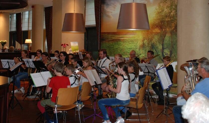 Optreden Happy Notes bij Kronestede. FOTO L. VAN MEER