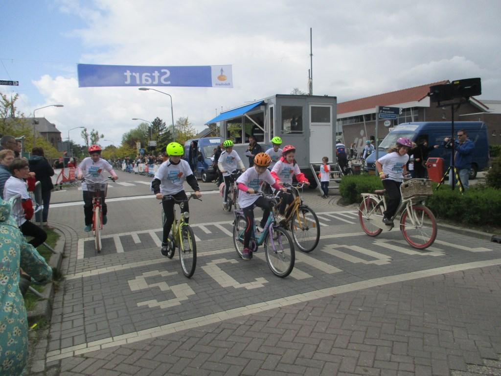 De start van een van de groepen. Foto: Ties Steehouwer © Internetbode
