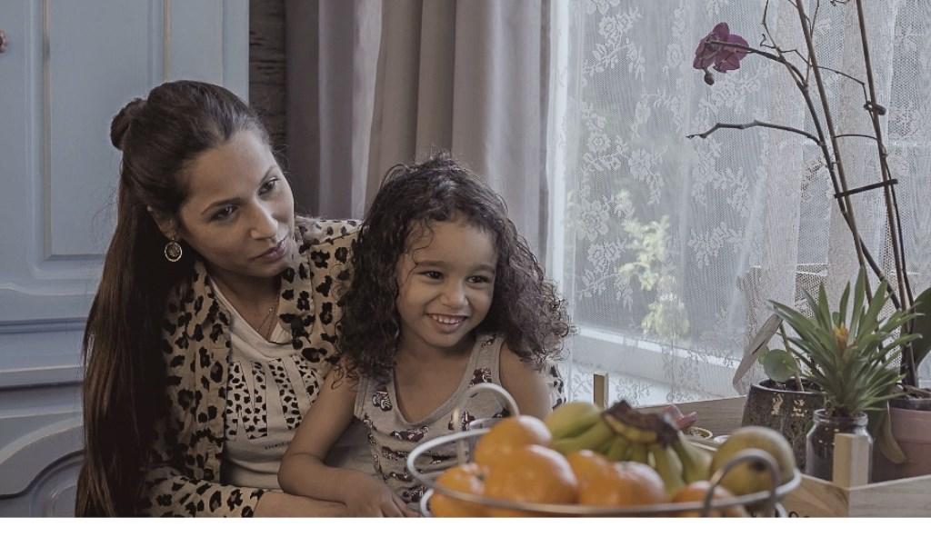Pieters vriendin Carmen en zoon Elija Foto: Screenshot documentaire © BredaVandaag