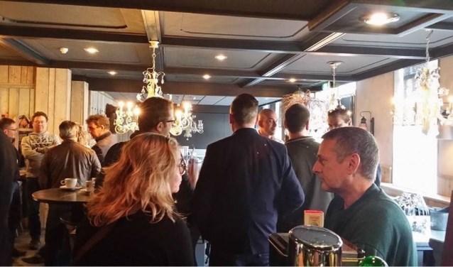 Een gezellig drukke netwerkbijeenkomst in Zalencentrum de Raayberg.