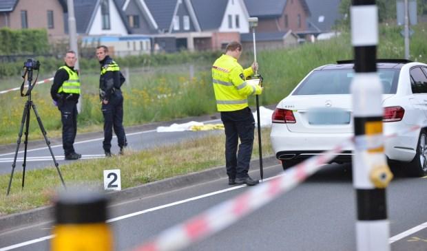 Een fietser is omgekomen na een aanrijding met een taxi.