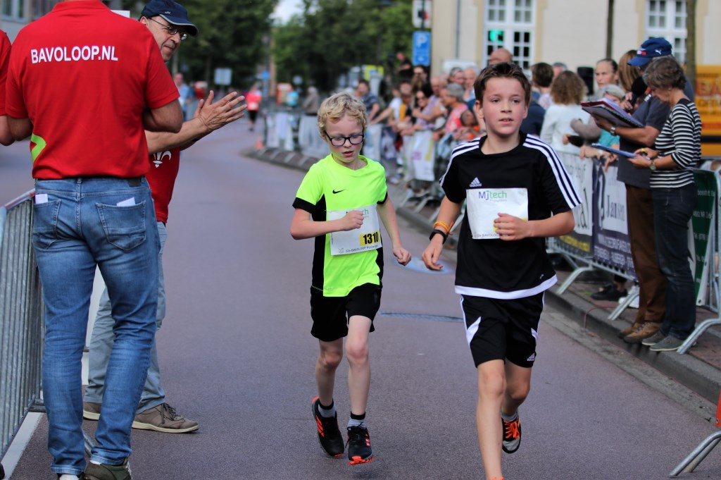 Van jong tot oud nam deel aan de Bavoloop.  Foto: Marieke Hanegraaf © Internetbode
