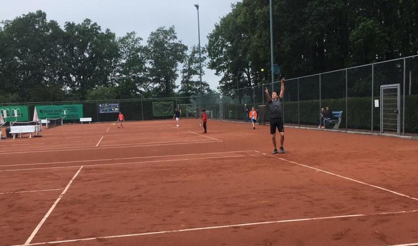 Vele spannende partijen werden er gespeeld tijdens het Junioren Eendagstoernooi bij TC Pagnevaart in Hoeven.