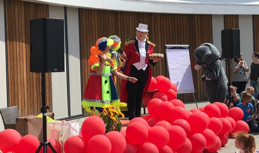 Presentatie Avond4daandse met 2 clowns en de circusdirecteur.