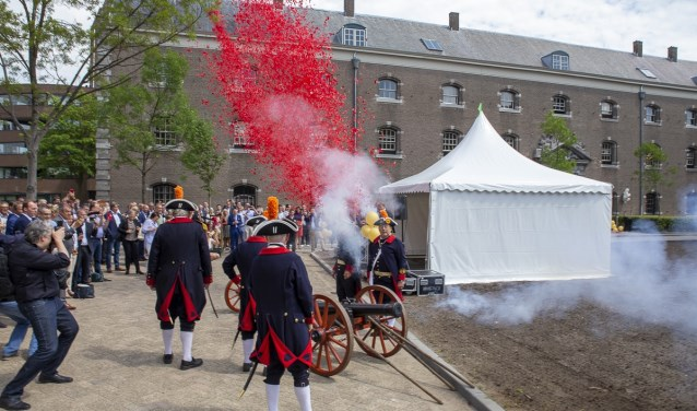 Met een druk op de confettiknop en een daverend kanonsalvo is de camous oficieel geopend. Jorgen Janssens/StadsFotograaf Breda © BredaVandaag