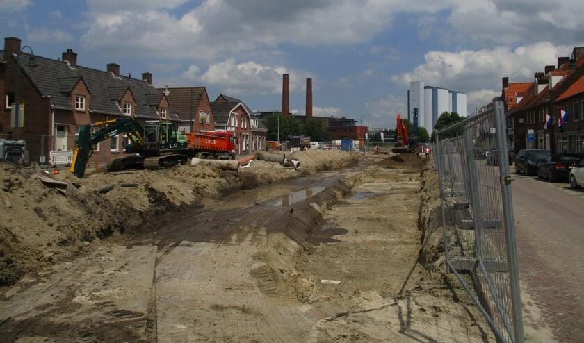 De eerste damwanden voor de haven zijn vrijdag geplaatst.