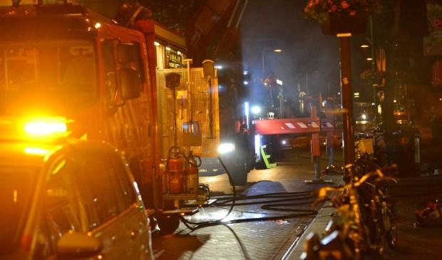 De brandweer blust bij supermarkt Odin. Foto: Perry Roovers / SQ Vision © BredaVandaag