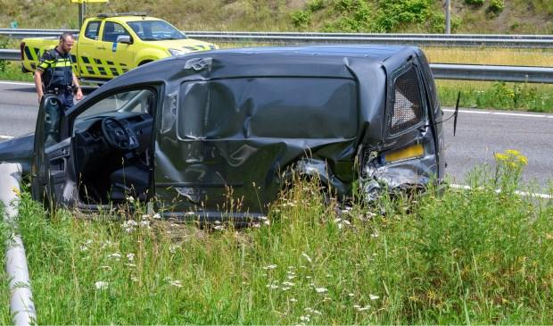 Beide auto's raakten zwaar beschadigd.  Foto: Tom van der Put © BredaVandaag