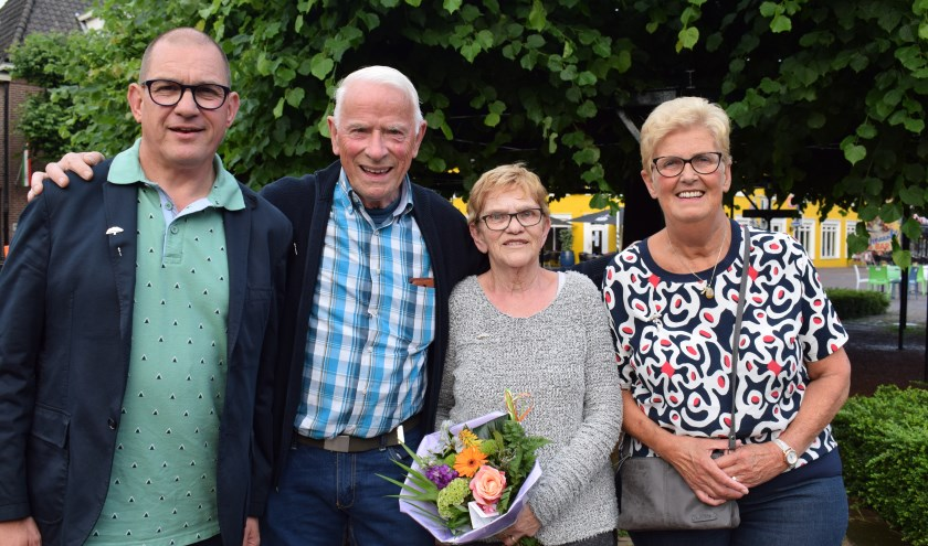 Ben van den Maagdenberg, Piet Koevoets, Corrie van Gool en Jeanne van Rooden ontvingen het Zilveren Moeierboompje. FOTO STELLA MARIJNISSEN