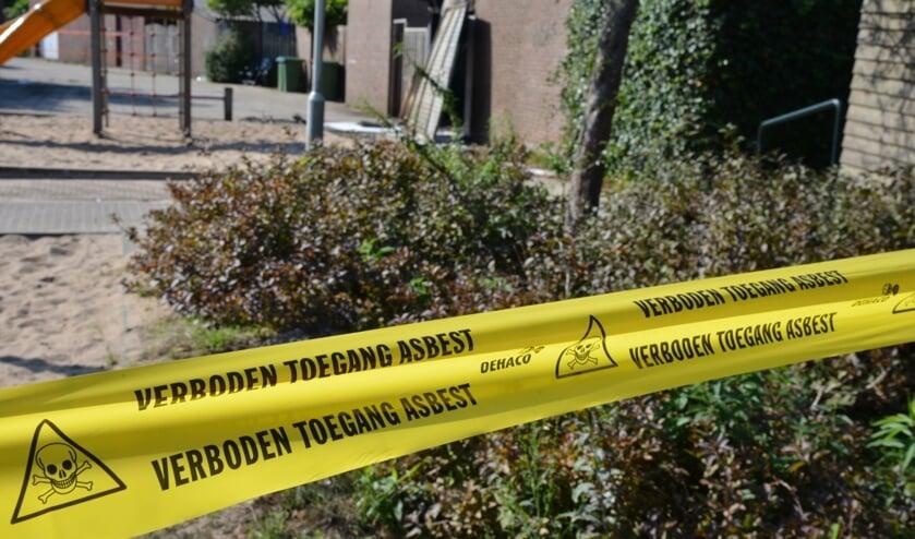 Asbest saneren.