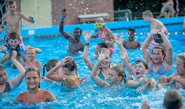 Zwemmen in een buitenbad zit er ook in de toekomst niet in. ARCHIEFFOTO