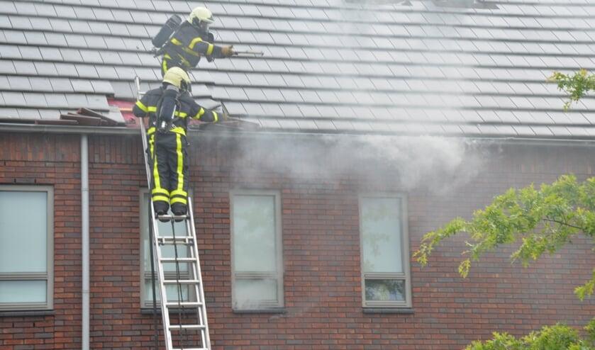 Het dak moet gesloopt worden om bij de vuurhaard te komen.
