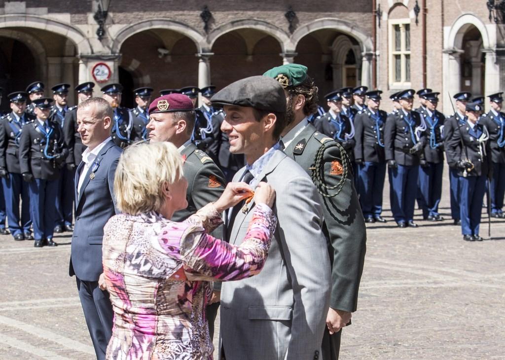 Onderscheiding op het Binnenhof. Foto: Mike de Graaf © Internetbode