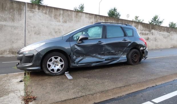 Alle drie de auto's waren total loss na het ongeval.  Foto: Perry Roovers © BredaVandaag