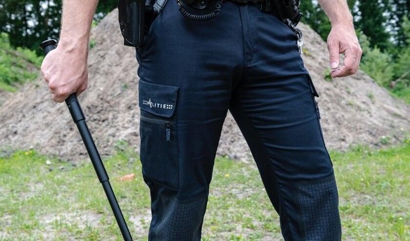 De politie moest een wapenstok gebruiken om hem te kunnen boeien.