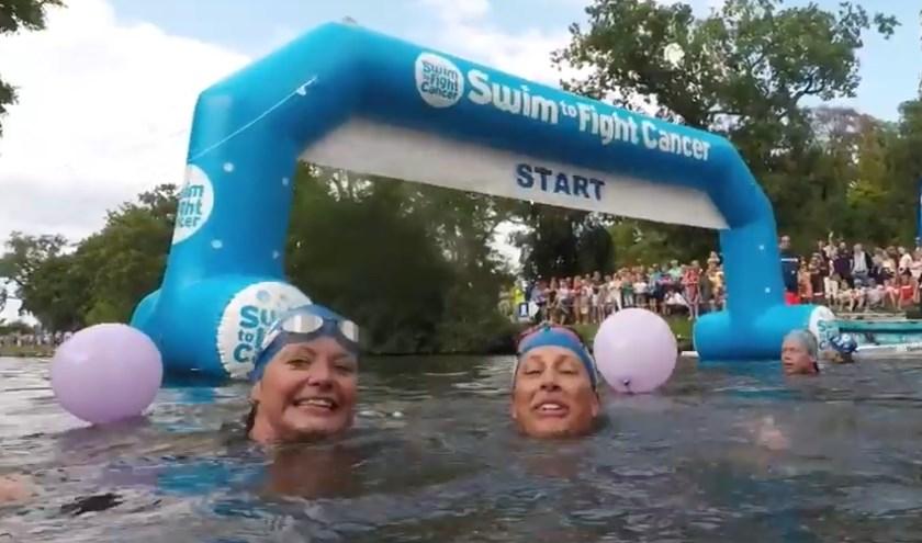 Zwemmers tijdens een eerdere editie van Swim to Fight Cancer.
