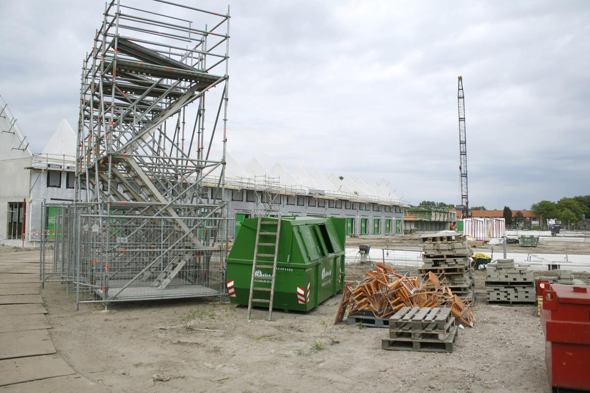 De bouw aan 123 Sprong vordert gestaag. Begin juli gingen veertien woningen in de verkoop. foto Wijnand Nijs