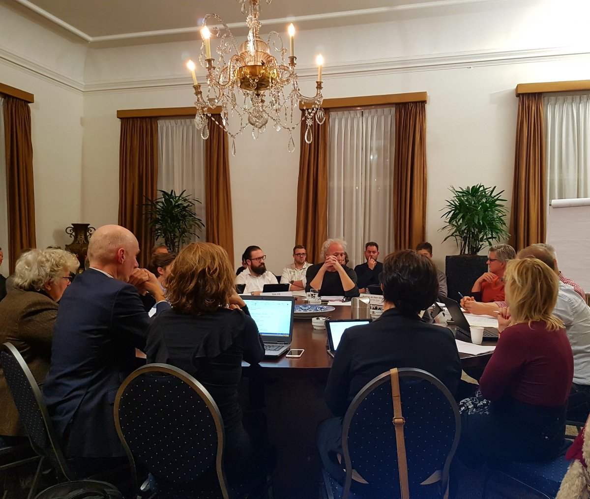 Mezz directeur Van Iersel in gesprek met de gemeenteraad
