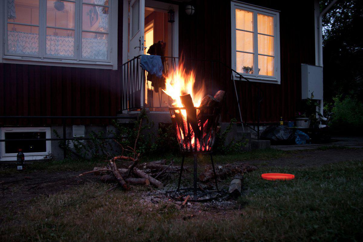 Politie waarschuwt vuur maken in tuin verboden