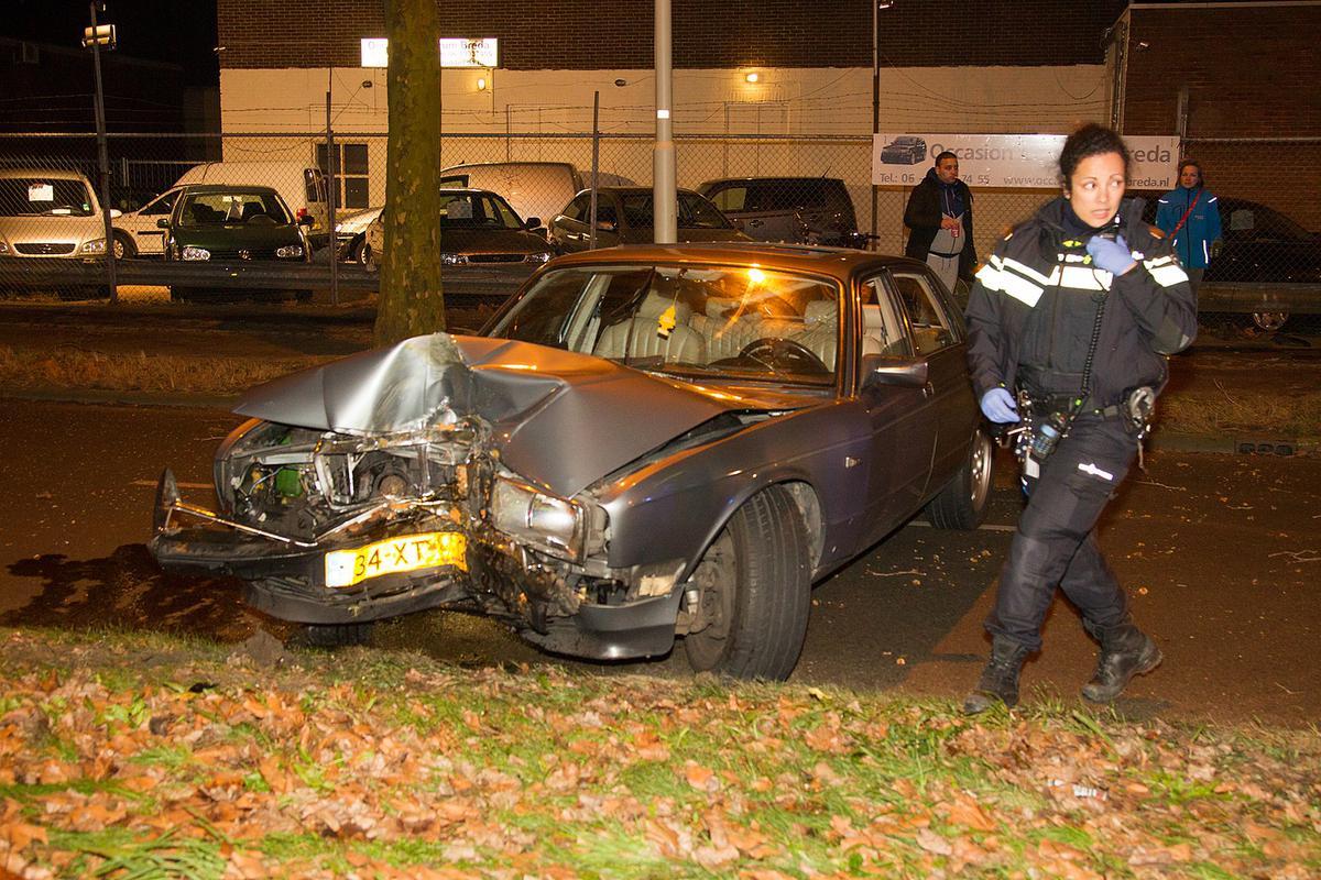 De bestuurder van deze auto werd niet aangetroffen.
