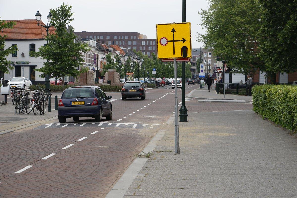 Op de kruising Haagweg-Weerijssingel is een drempel aangelegd.